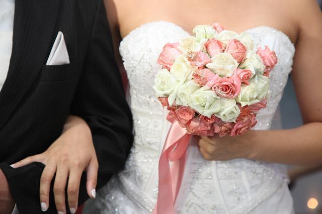 wedding-dress-615546_640